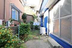 庭の様子。洗濯機が設置される予定です。(2011-11-21,共用部,OTHER,1F)