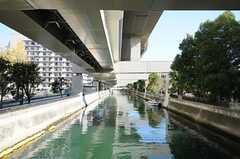 シェアハウスの近くには川があります。(2011-11-21,共用部,ENVIRONMENT,1F)