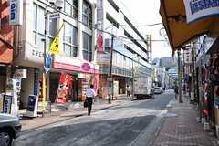 相鉄・和田町駅からシェアハウスへ向かう道の様子。(2013-08-27,共用部,ENVIRONMENT,1F)