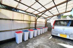 専有部ごとにゴミ箱が設置されていて、一時的にゴミを保管できます。(2017-01-10,共用部,GARAGE,1F)