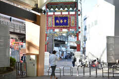 各線・石川町駅の様子2。北口を出ると、横浜中華街の西門があります。(2018-11-17,共用部,ENVIRONMENT,1F)