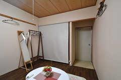 押入れにはロールスクリーンが付いています。(307号室)(2015-01-22,専有部,ROOM,3F)