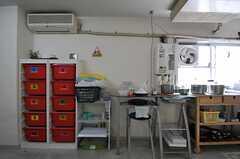 部屋ごとに分けられた食材などを置けるスペース。(2014-03-24,共用部,KITCHEN,4F)