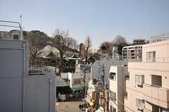 弘明寺もすぐ近くに見えます。(2014-03-24,共用部,OTHER,4F)
