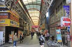 目の前は弘明寺のアーケード商店街です。(2014-03-24,共用部,ENVIRONMENT,1F)