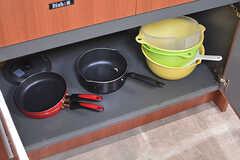 鍋類や調理器具は一通り揃っています。(2016-09-26,共用部,KITCHEN,)