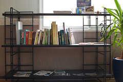 共用の本棚の様子。(2017-04-27,共用部,LIVINGROOM,2F)