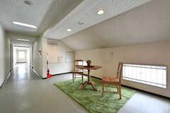 廊下の一角は宅目的に使えるスペースです。(2017-04-27,共用部,OTHER,4F)