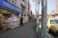 京急本線・井土ヶ谷駅前の様子。スーパー、飲食店なども充実しています。(2013-03-12,共用部,ENVIRONMENT,1F)