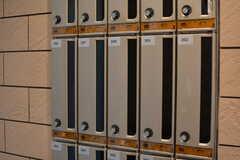 風除室には部屋ごとの郵便受けが設置されています。(2020-03-02,周辺環境,ENTRANCE,1F)
