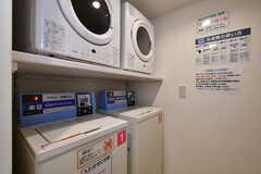 洗濯機と乾燥機の様子。(2020-10-20,共用部,LAUNDRY,1F)