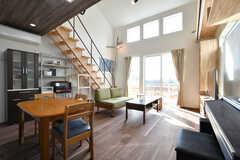 リビングの様子。天井がとても高く、開放的です。(2020-02-07,共用部,LIVINGROOM,2F)