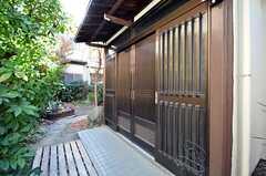 シェアハウスの正面玄関。(2009-12-21,周辺環境,ENTRANCE,1F)