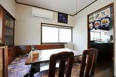 シェアハウスのリビングの様子2。右手の奥がキッチンです。(2011-05-13,共用部,LIVINGROOM,1F)