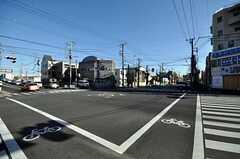 バス停からシェアハウスへ向かう道の様子。(2009-12-21,共用部,ENVIRONMENT,1F)