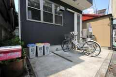 自転車置場の様子。 (2010-08-17,共用部,GARAGE,2F)