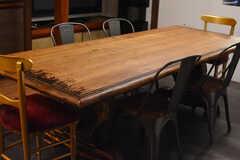 ダイニングテーブルの様子。味があります。(2018-03-30,共用部,LIVINGROOM,1F)