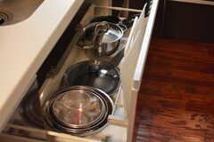 鍋類は引き出しに収納されています。(2018-03-30,共用部,KITCHEN,1F)
