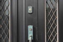 玄関の鍵の様子。2階と3階で鍵は分かれています。(2018-10-31,周辺環境,ENTRANCE,3F)