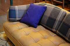 ソファは革張りです。(2014-10-10,共用部,LIVINGROOM,1F)