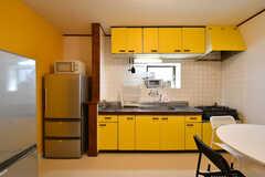 リビングはキッチンを併設しています。(2019-03-15,共用部,LIVINGROOM,1F)