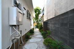 玄関脇を抜けると、庭があります。(2018-06-04,共用部,OTHER,1F)