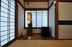 各部屋全身鏡と冷蔵庫が設置されています。(101号室)(2014-02-13,専有部,ROOM,1F)