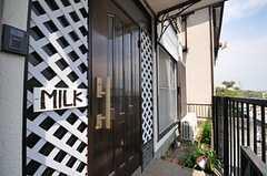 玄関ドアの様子。(2013-04-11,周辺環境,ENTRANCE,1F)
