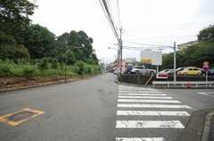 市営地下鉄片倉町駅からシェアハウスへ向かう道の様子。(2008-08-28,共用部,ENVIRONMENT,1F)