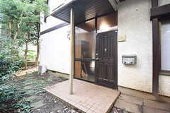 玄関の様子。(2016-09-26,周辺環境,ENTRANCE,1F)