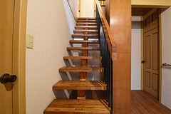 階段の様子。階段を上がった先がトイレです。(2016-09-26,共用部,OTHER,1F)