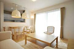 シェアハウスのラウンジの様子。インテリアは北欧スタイルです。(2010-02-23,共用部,LIVINGROOM,1F)