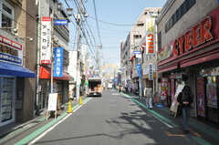 東急東横線白楽駅前の商店街の様子。(2010-02-23,共用部,ENVIRONMENT,1F)