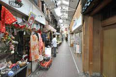 裏通りにも趣のあるお店が並んでいます。(2010-02-23,共用部,ENVIRONMENT,1F)