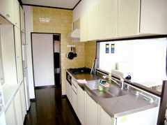 ラウンジの脇に設置されたカウンターキッチン。(2007-05-10,共用部,KITCHEN,3F)