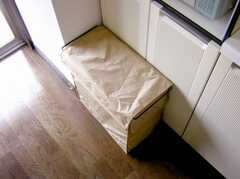 キッチンに設置されたゴミ箱の様子。(2007-05-10,共用部,OTHER,3F)