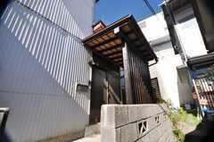 シェアハウスの正面玄関の様子。(2009-02-06,周辺環境,ENTRANCE,1F)