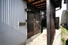 シェアハウスの正面玄関。(2009-02-06,周辺環境,ENTRANCE,1F)