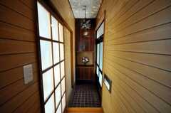 シェアハウスの内部から見た玄関周りの様子。(2009-02-06,周辺環境,ENTRANCE,1F)