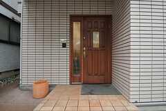 シェアハウスの正面玄関。(2014-01-30,周辺環境,ENTRANCE,1F)