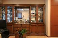 食器棚には上質な食器類が並びます。(2014-01-30,共用部,LIVINGROOM,1F)