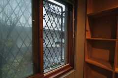 窓の外は道路に面しています。(101号室)(2014-01-30,専有部,ROOM,)