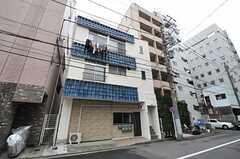 建物の外観。2Fの1室がシェアハウスです。(2014-03-03,共用部,OUTLOOK,1F)