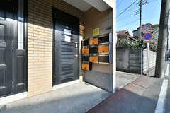 シェアハウスの玄関ドア。(2018-01-29,周辺環境,ENTRANCE,1F)