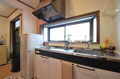 キッチンの様子2。簡単な調理ができます。(2015-09-10,共用部,KITCHEN,1F)