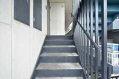 階段の様子。共用の多目的ルームは2Fです。(2016-03-11,共用部,OTHER,2F)