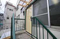 1階から2階へ繋がる導線は、外の階段のみです。(2012-02-16,周辺環境,ENTRANCE,2F)