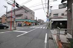京急本線・鶴見市場駅からシェアハウスへ向かう道の様子。(2012-02-16,共用部,ENVIRONMENT,1F)