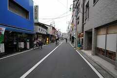 京急本線・鶴見市場駅からシェアハウスへ向かう道の様子2。(2012-02-16,共用部,ENVIRONMENT,1F)