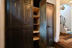 靴箱の様子。ひとり扉1枚分使えます。棚板の高さは自由に変えることができます。(2018-09-05,周辺環境,ENTRANCE,1F)